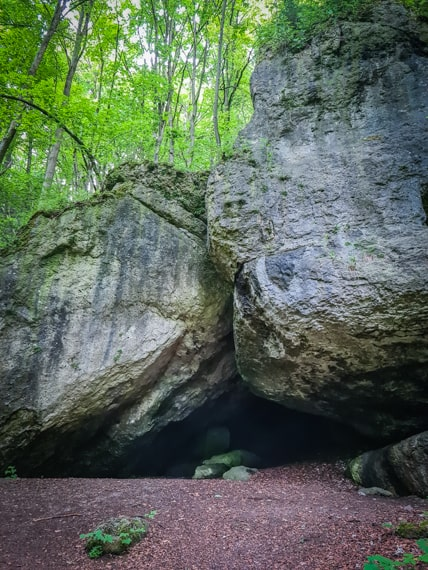 Höhle unter der Burgruine Hollenberg
