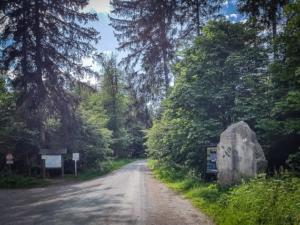 Steinbruch-Wanderweg-Stein am Wanderparkplatz Hinteres Buchhaus