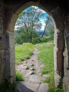Ruinen-Tür ohne Türschwelle