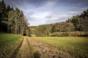 Gerader Weg durch das Tal