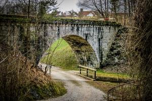 Zurück zur alten Eisenbahnbrücke