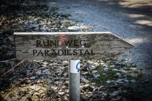 Wegweiser zum Paradiestal