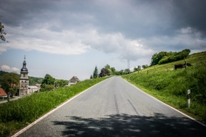 Am Straßenrand bergauf