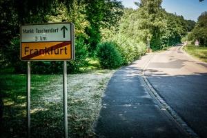 Ortsschild von Frankfurt im Steigerwald