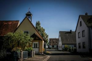 Haus mit Glockentürmchen in Birkach