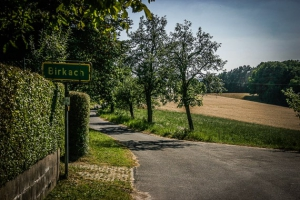 Grünes Ortsschild von Birkach