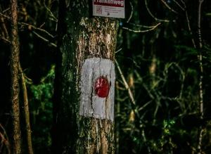 Rot-Punkt-Wegweiser