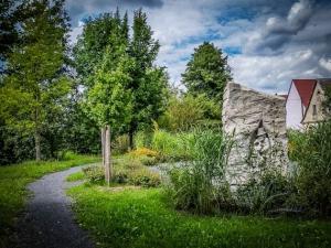 Querkeln Denkmal Stein in Lußberg