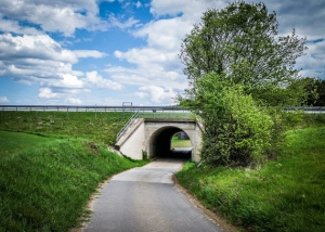 Durch Autobahn-Unterführung