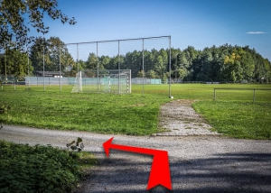 Am Sportplatz links abbiegen