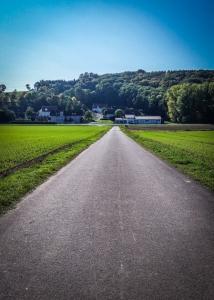 Geteerter Weg nach Eschenbach