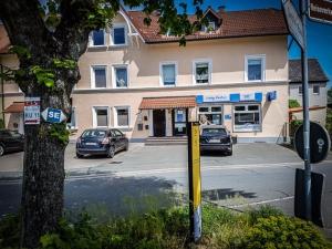 Straße in Neuenmarkt überqueren