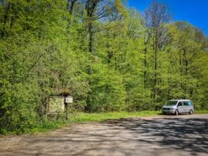 Wanderparkplatz hinter dem Ort Friesen