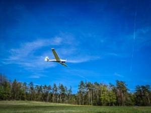 Segelflugzeug über der Friesener Warte