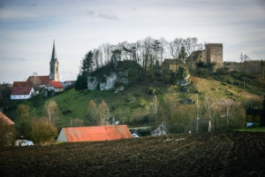 Thisbrunn mit mächtiger Burg