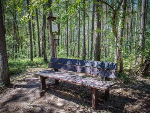 Sitzbank mit Sagen-Tafel