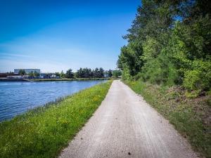 Weg am Main-Donau-Kanal entlang