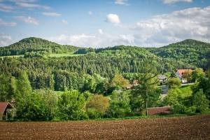 Blick auf die Berge oberhalb von Kosbrunn