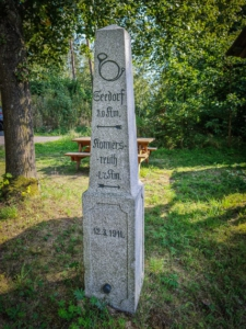 Kilometer-Stein bei Arzberg
