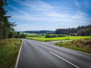 Rechts abbiegen zum Weiler Theresienfeld