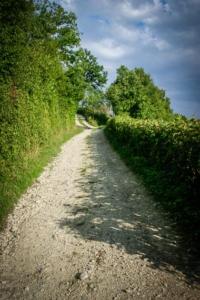 Weg aus End am Hang bergauf