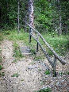Steintreppe mit Geländer