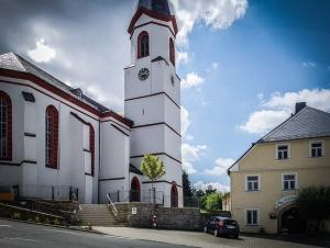 An der Kirche in Weißdorf