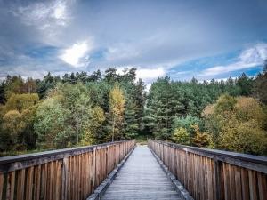 Über lange Holzbrücke