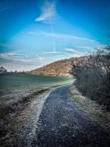 Auf dem Bergrücken entlang