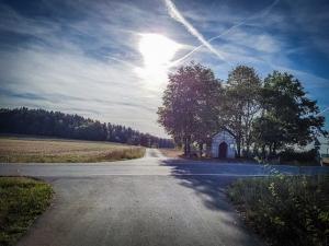 Popp Kapelle vor Hohenpölz