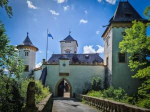 Brücke zu Schloss Greifenstein