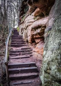 Erste Treppe an der Felswand