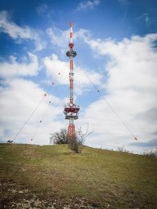 Der Sendeturm auf dem Hesselberg