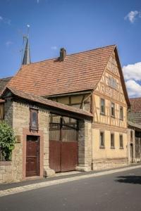 Im schönen alten Ort Machtilshausen