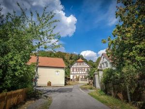 Hinauf in den Ort Rottenstein
