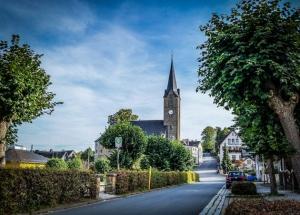 In Richtung Kirche von Blankenberg