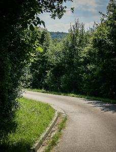Weite Kurve unterhalb des Petersberg Frankenhöhe