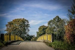 Brücke über die Autobahn