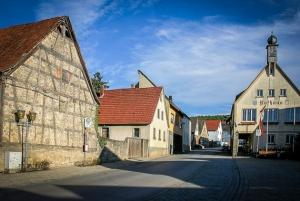 Ortsmitte mit Rathaus in Strahlungen