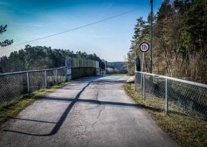 Brücke über Bahnlinie