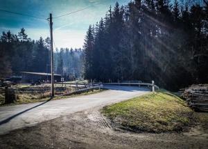 Schmale Straße bei Seehof